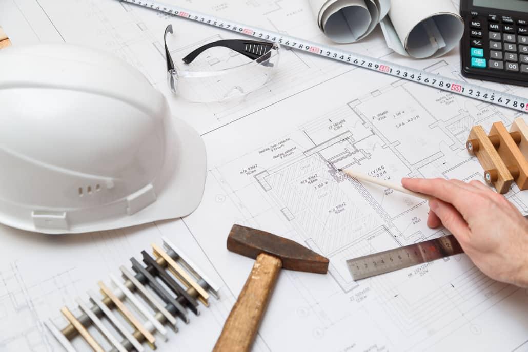 Byggetegninger, lommeregner og udstyr til håndværker
