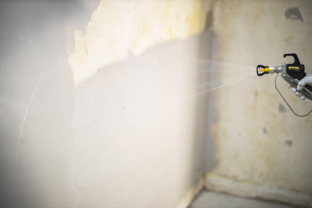 Sprøjtemaling af væg