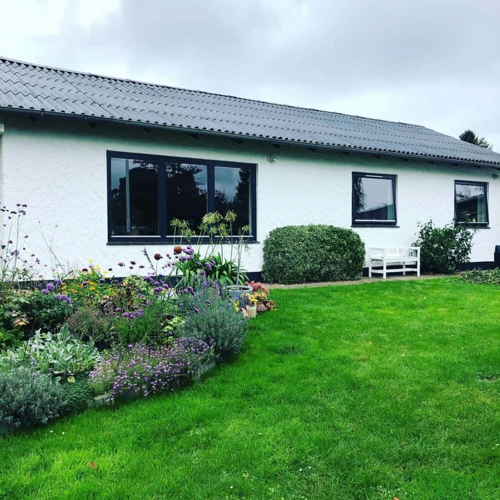 1-plans villa med hvide mure
